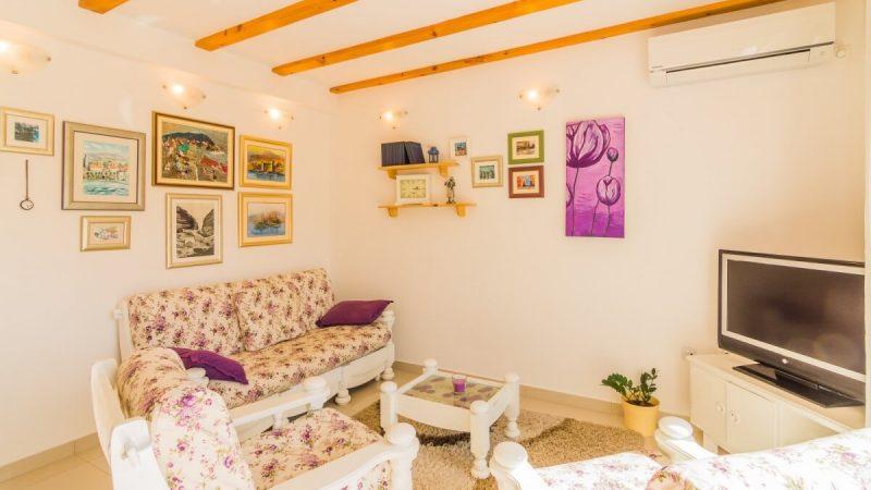 living room - DSC04608_1600x1065
