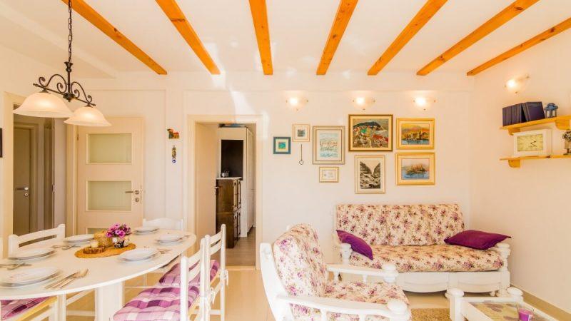 living room - DSC04615_1600x1074